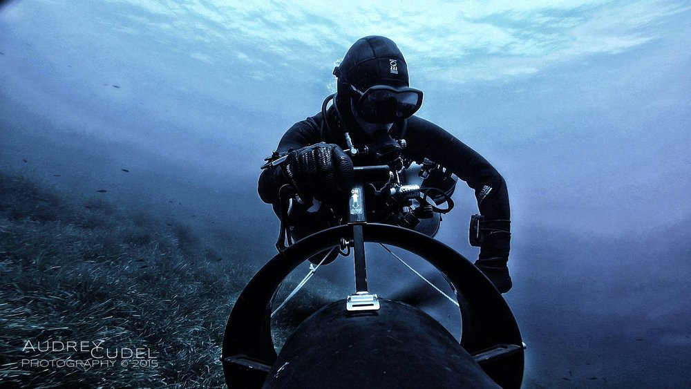- Think of technical diving and a picture of a diver in black carrying a heavy twinset comes to mind but think of cave diving and that picture bring you back to the origins of Sidemount diving when it was borne out of necessity in caves. Both kinds of diving might require different equipment