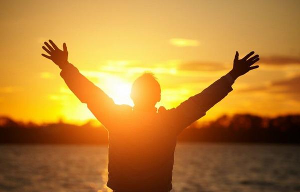 Je m'exerce aux Lois Fondamentales d'une Vie Heureuse et je vis l'Abondance -