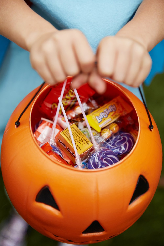 f43d58946c1dad55_halloween-candy.jpg