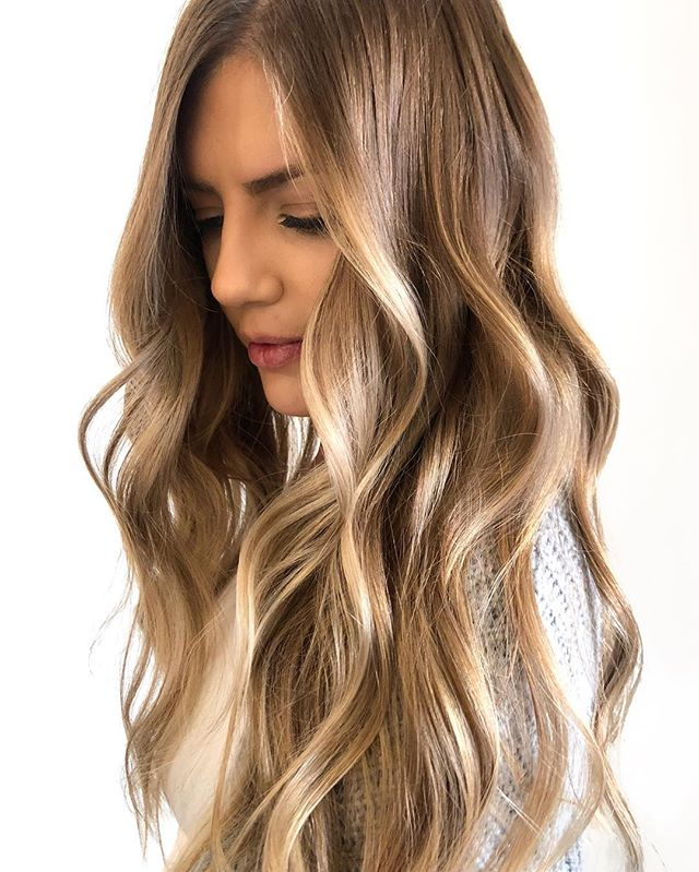 A N G E L  B L O N D E ✨👼🏼 @thebeigelabel x @nicolekroeger . P A I N T - @oligo balayage clay + 30 volume G L O S S - @redken SEQ 09G + 09V F I N I S H - @moroccanoilpro smoothing lotion + @randco outer-space . @behindthechair_com #thebtcteam @moroccanoilpro @moroccanoil #arganeveryday #moprofessional #moacademynyc #behindthechair