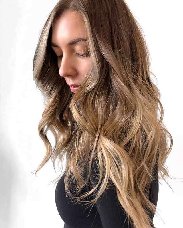 A D R I E N N E . Little pops of summer to keep us warm through the winter! ✨☀️☀️ @thebeigelabel x @adrienne_adam . P A I N T - @oligo Extra Blonde + 20 vol G L O S S - @redken SEQ 09GB