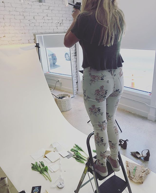 A little BTS action — can't wait to share the final edits! Thanks to @kapplephotography — two Kelsey's are better than one! 👯♀️💕🎉
