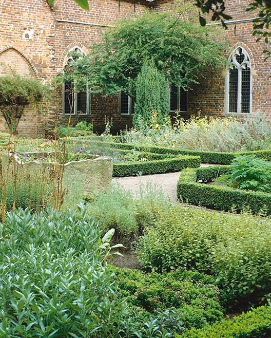 Buxus cottage meditteranean formal courtyard country