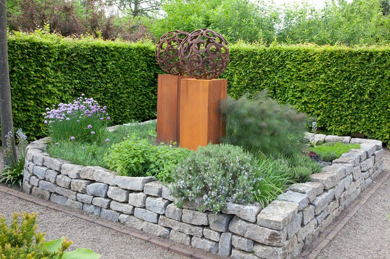 Carpinus hedge modern InstantHedge garden display