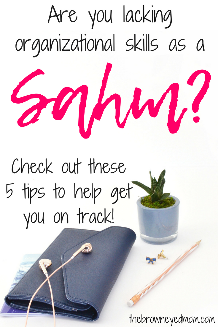 Are you dying to be a more organized SAHM? Do the piles of laundry that needs to be folded, dirty dishes in the sink and toys strewn about unnerve you but you don't even know where to start? Here's 5 tips on how to get yourself better organized in your home! #organization #sahm