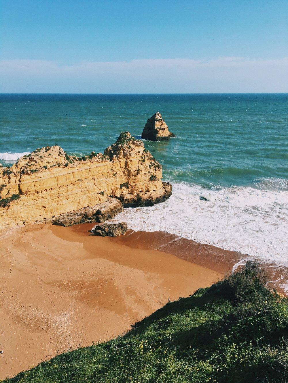 Praia do Camilo.