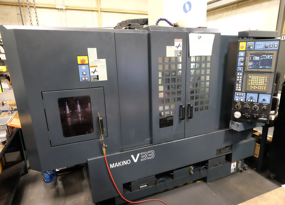 Makino V33 CNC Mill