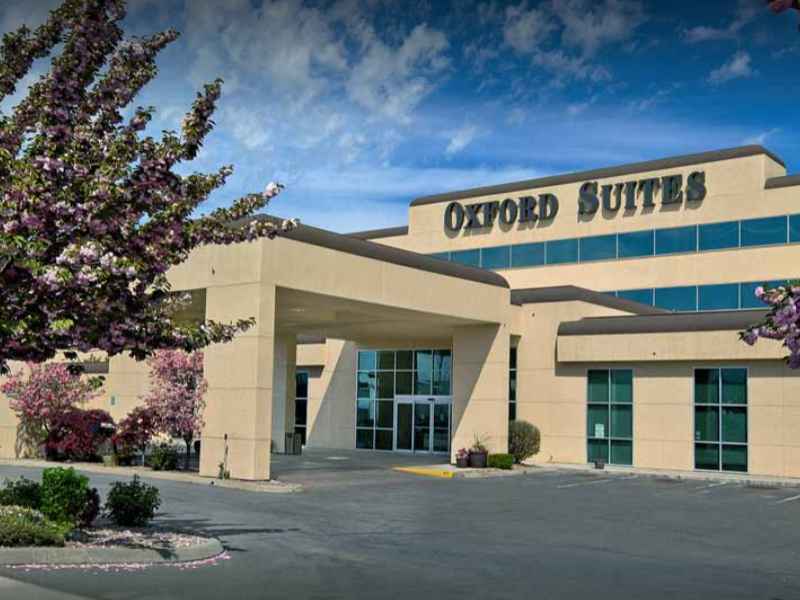 Oxford Suites - Single $119.00 +tax. Double $121.00 +tax.Just off I-82, this hotel has a beautiful view of the Yakima River. Enjoy their gym & fitness center, indoor pool & whirlpool spa, free high speed internet, full complimentary hot breakfast, and business center. Also, take advantage of their complimentary airport shuttle and evening reception.Online booking unavailable. Call 509.457.9000 and tell them to book you in HDI's room block.