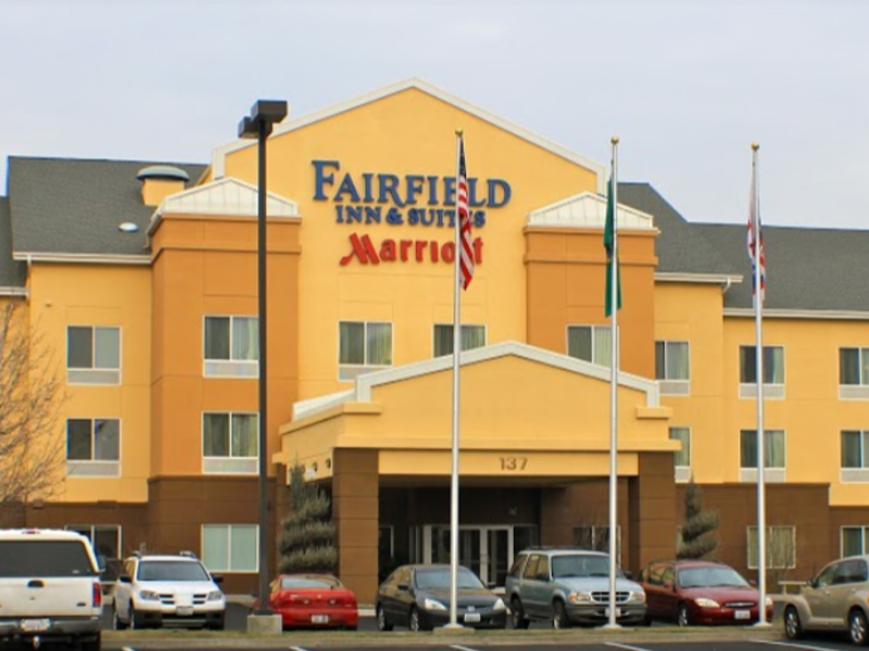 Fairfield Inn & Suites - Right next-door to Bob's Burgers & Brew, enjoy your stay at Fairfield nearby the Yakima Convention Center. With an indoor pool and fitness center, as well as complimentary breakfast and free high speed internet, you will love your nights at Fairfield Inn & Suites.