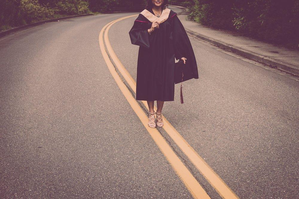 graduation-2613175_1920.jpg