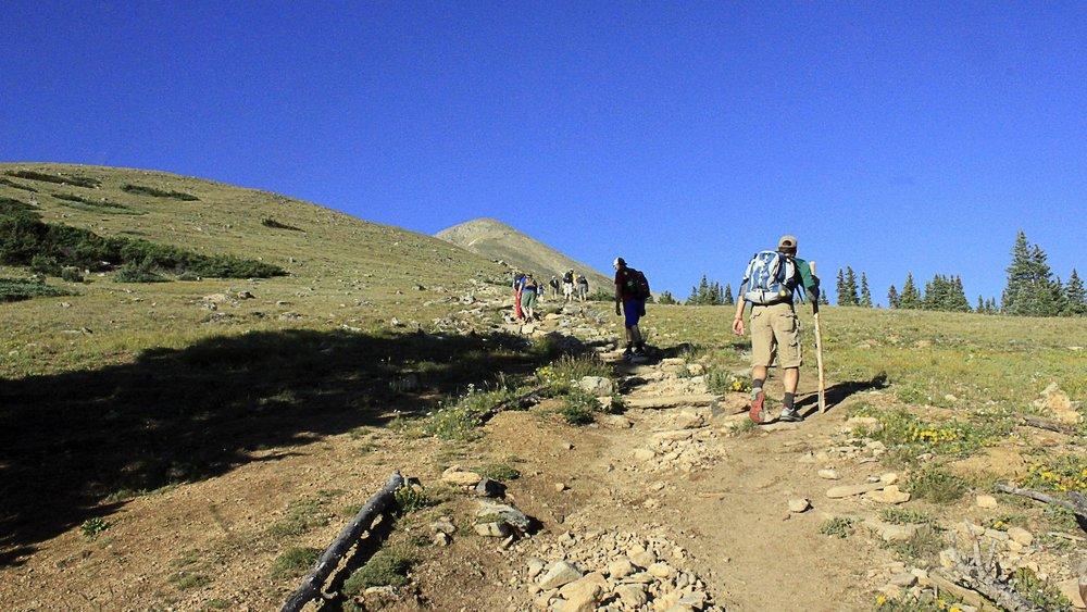 colorado-mount-Elbert-hikers_2048x2048.jpg