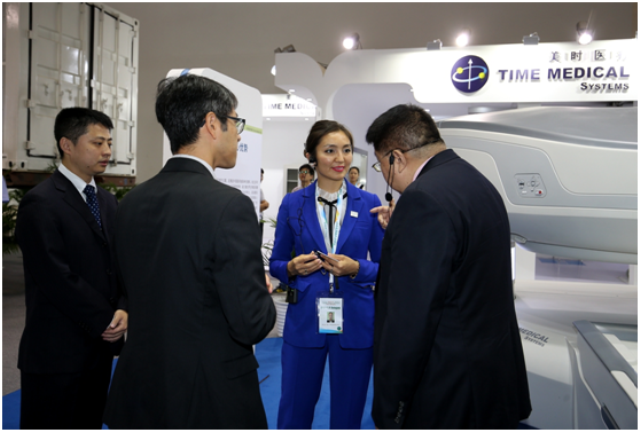 Professor Ma Introduces PICA MRI System to Acting General Directory Ainur Aiypkhanova