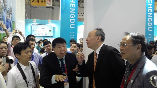 Professor Qiyuan Ma, CEO of Time Medical Systems Introduced Mobile Diagnostic Imaging System to Governor Yin