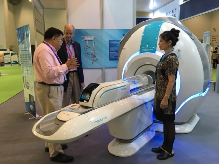 Professor Thomas M.Grist, Chair of Department of Radiology at School of Medicine, University of Wisconsin, showed great interest in Time Medical neonatal MRI system and 7T MRI system for animals when visiting Time Medical's booth. Looking forward to putting them into use as soon as possible, he was eager to know the availability of the products.