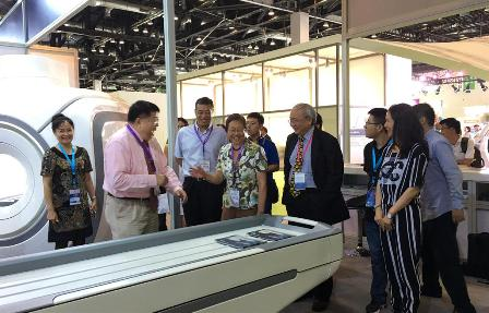 Yan HOU, Director-General of Department of Planning and Information of National Health and Family Planning Commission of the PRC, visited Time Medical's booth accompanied by other officials. Professor Ma introduced the hybrid PICA MRI system, which was launched to cater for the hierarchical diagnosis system under the national medical revamp policy. Director Hou asked about the sales of this product and its use in hospitals in detail. Professor Ma said that the system has entered both domestic and foreign markets for 5 years so it is already very stable. This system is especially suitable for small-and-medium size hospitals in China or foreign countries.
