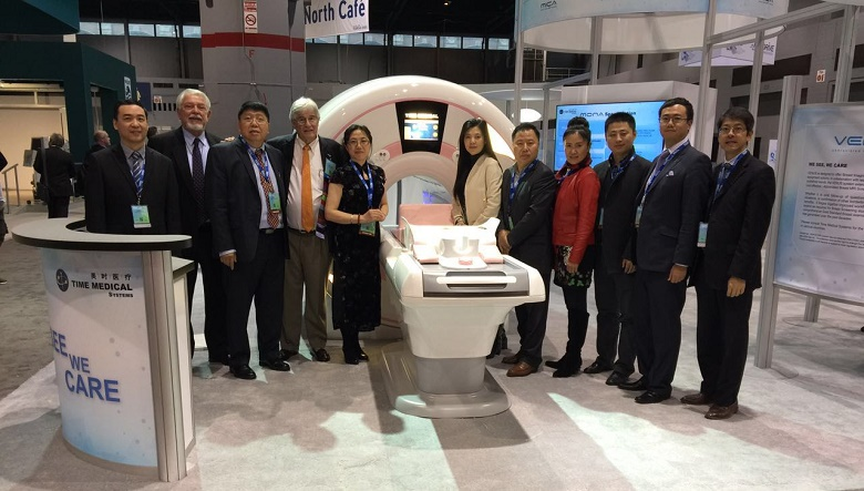 Team Time Medical Systems and Professor William Bradley at RSNA 2015 in front of the AB-Breast MRI System