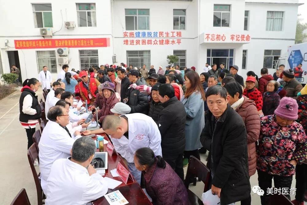 Patients were queuing for medical consultation.