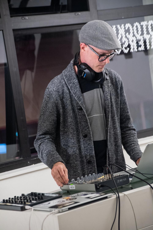 DJ set by Richard Chartier aka Pinkcourtesyphone