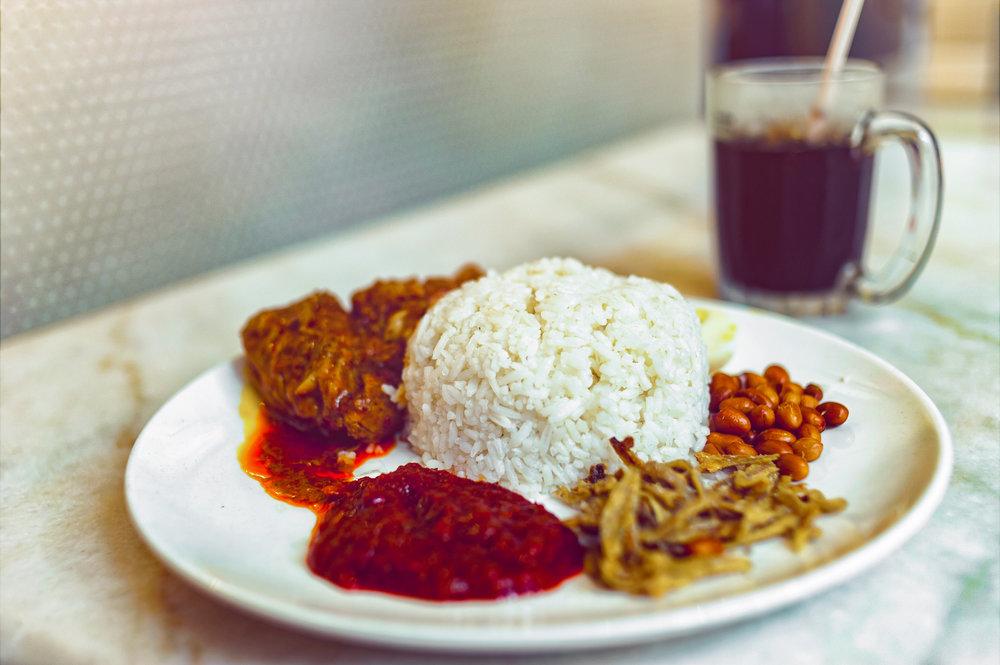 定番の国民食「ナシレマ」