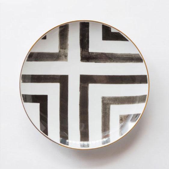 BASQUIAT MAIN | BLACK, WHITE WITH GOLD RIM  Porcelain Size : Diam. 30 cm  IDR 38,000/per plate  Qty Available: 100 pcs