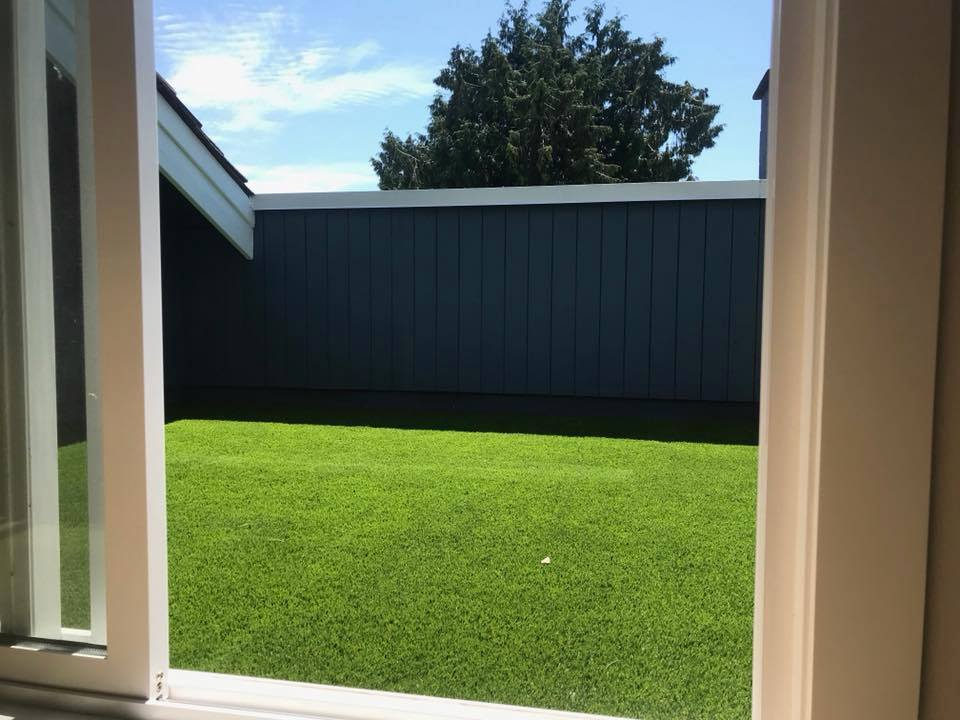 SYNTHETIC GRASS FOR DECKS & PATIOS