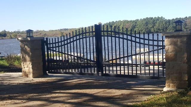 Swing-gate-pic.jpeg