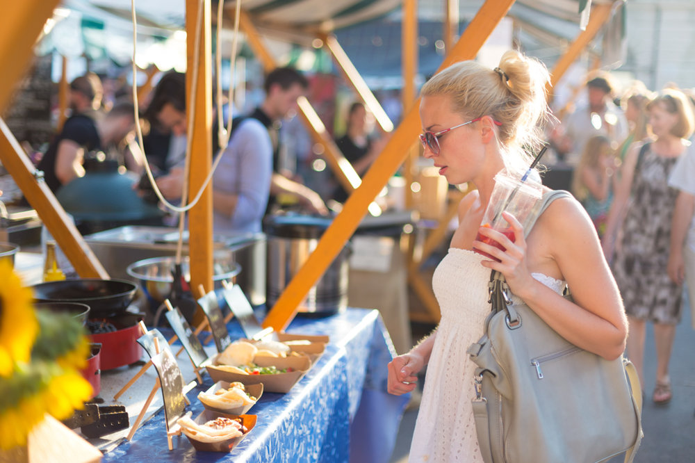 FOOD EXPERIENCES - Devon has fantastic experiences for foodies, including vineyard tours and cheese tastings, gin making courses, farmer's markets, food festivals, floating cafes, beach shacks and a private picnic boat up the River Dart.