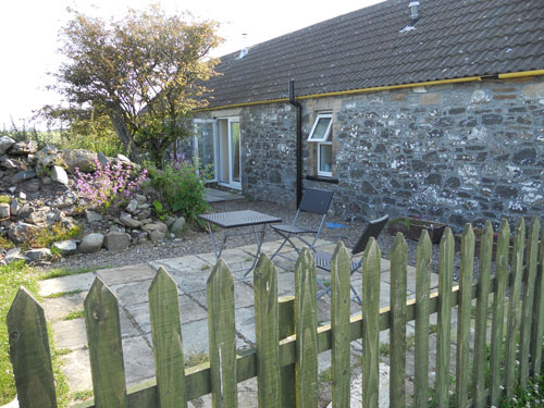 Burnside holiday cottage to let Galloway, back garden.jpg
