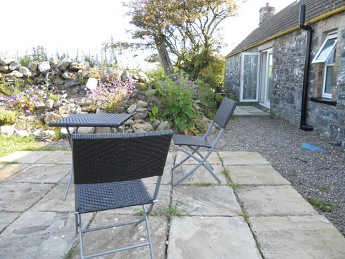 Burnside holiday cottage to let Galloway, eat in the garden.jpg