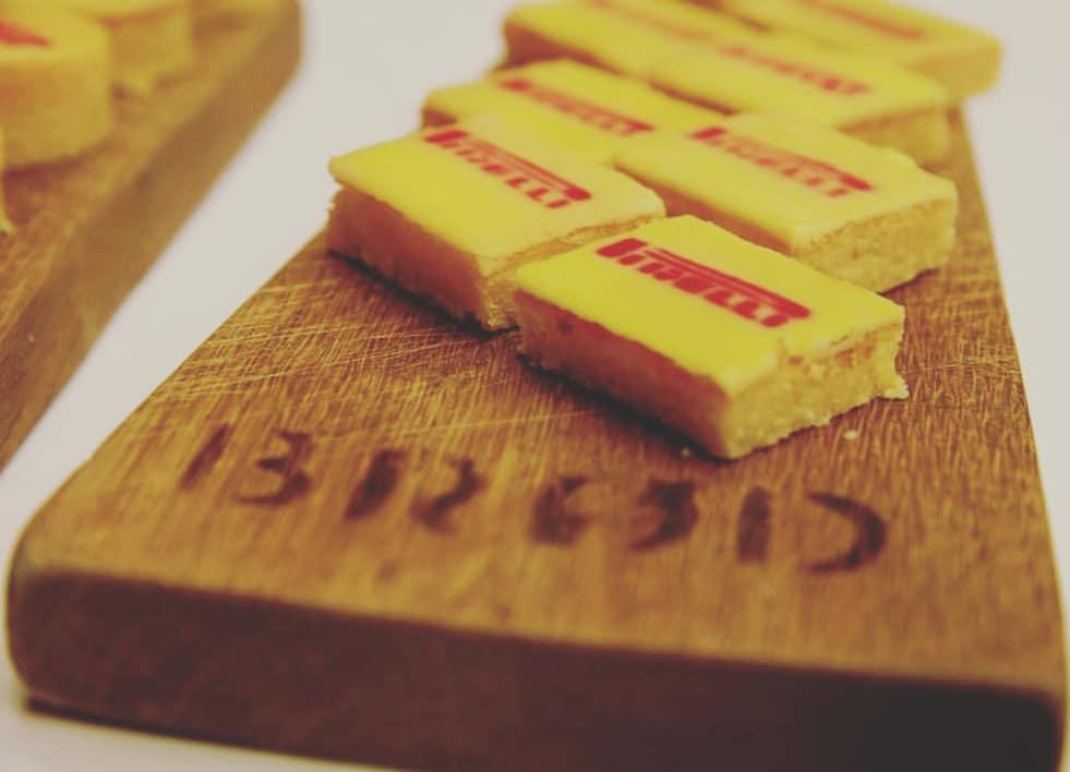 - VI samarbejder med brød! VI kan levere kager fra det faste sortiment, kager med logo eller lækre sandwiches.