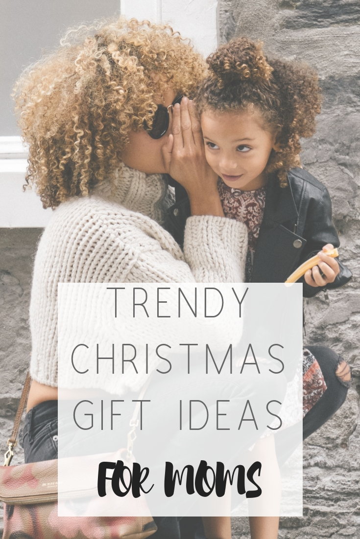 Best Christmas gifts for moms who buy black | Honeycomb Moms | When you have no idea what to get your girlfriend, mom or favorite millennial woman in your life for Christmas, let us point you to our favorite trendy black-owned businesses. | Credit: Sai-De-Silva / Unsplash