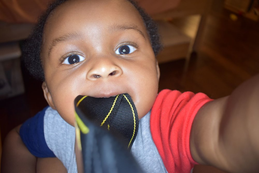 7 tips to balance working from home with baby | Honeycomb Moms| I tested out some new camera equipment earlier this month. Meanwhile, my teething son Donovan just saw it as an opportunity to soothe his itchy gums. LAUREN FLOYD / INFO@HONEYCOMBMOMS.COM