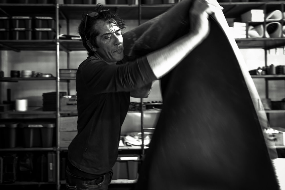 Our values - Cingomma was established 10 years ago by the hands (literally) of Maurizio. Maurizio's story is that of an artisan who puts his heart, soul and hands into his work, choosing an industrious path rather than an industrial one, reinterpreting traditions dating back generations to create Cingomma.