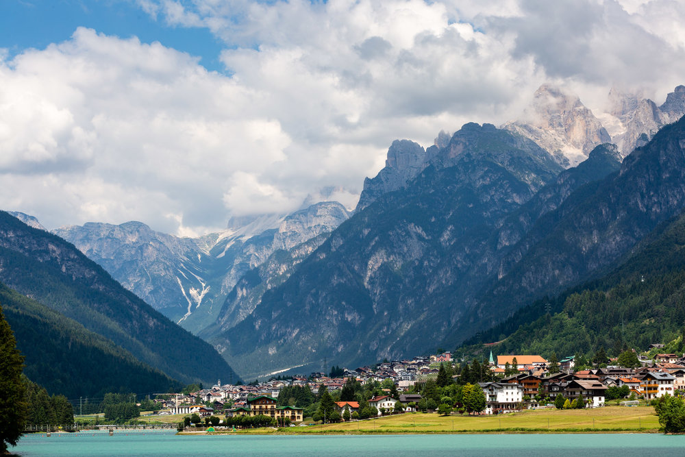 The town of Auronzo at the feet of the mighty Dolomites