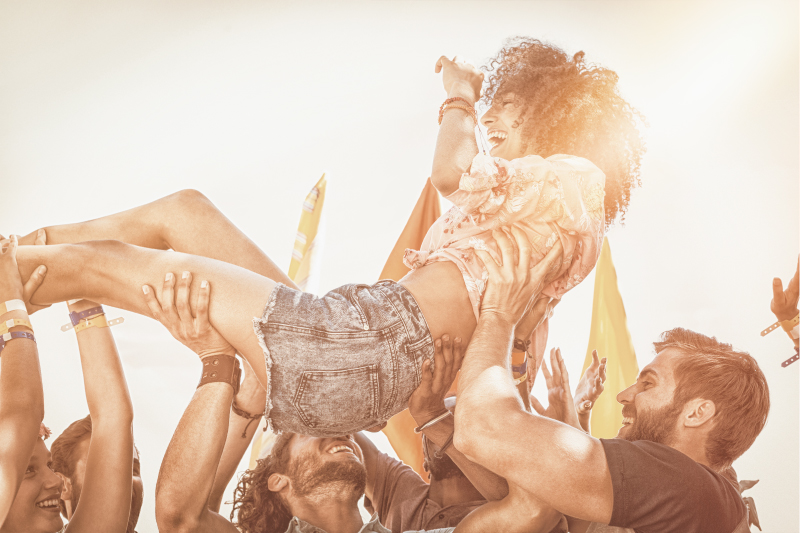 crowd-surfing-girl_800x533.jpg