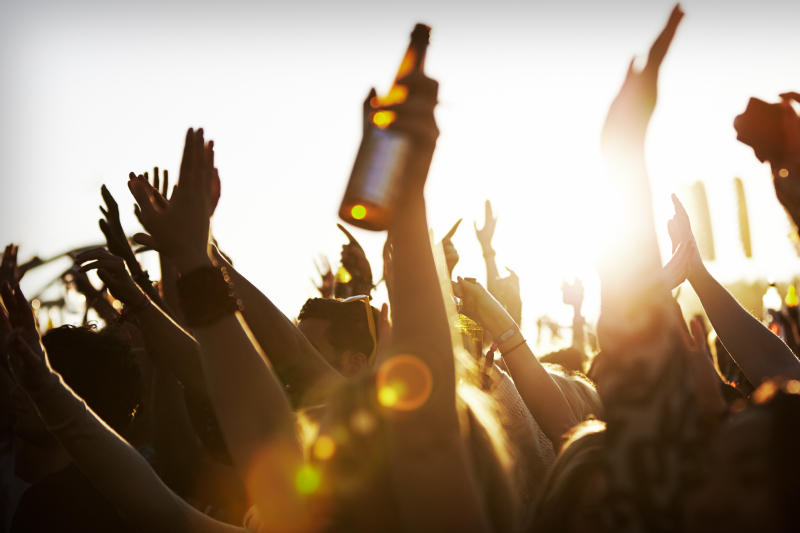 crowd_beer_800x533.jpg