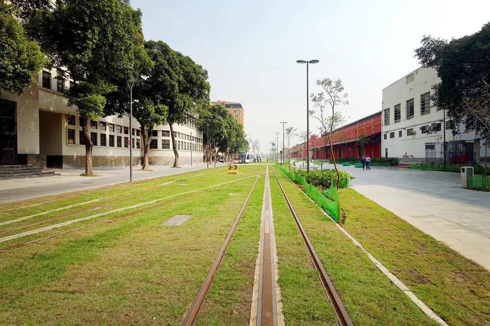 Grass VLT Tramway Port Area Rio de Janeiro.jpg