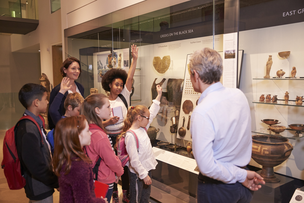 Children-in-Museum.jpg