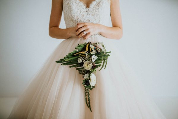 we-guarantee-youll-get-butterflies-over-this-dreamy-emerald-wedding-inspiration-19-600x400.jpg