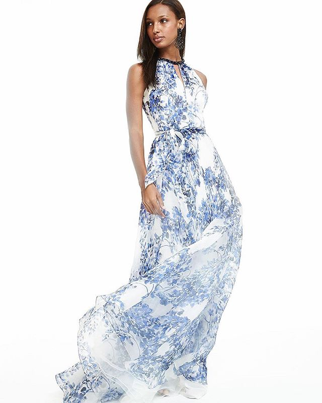 💃🏻, what is your favorite Carmen Marc Valvo dress? Tag us! #carmenmarcvalvo