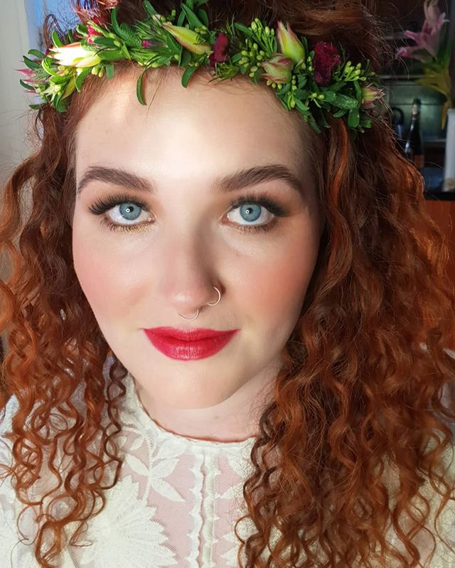 Happy wedding day to this special lady 💖💄🌟 @breezac 💖💄🌟 Love a bold lip on the bride 🎀🧚‍♀️ Makeup by me @riannaschuhmakeupartist  #destinationwedding #sommerset #brisbanemakeupartist #brisbaneweddings #sunshinecoastweddings #noosaweddings #hinterlandweddings #promua #beauty #bridalmakeup #flowers #flowerjewelry #makeupbyriannaschuh