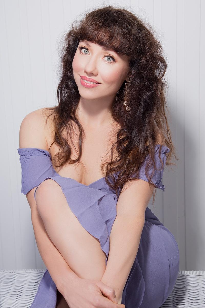 rianna-schuh-makeup-artist-about-portrait.jpg