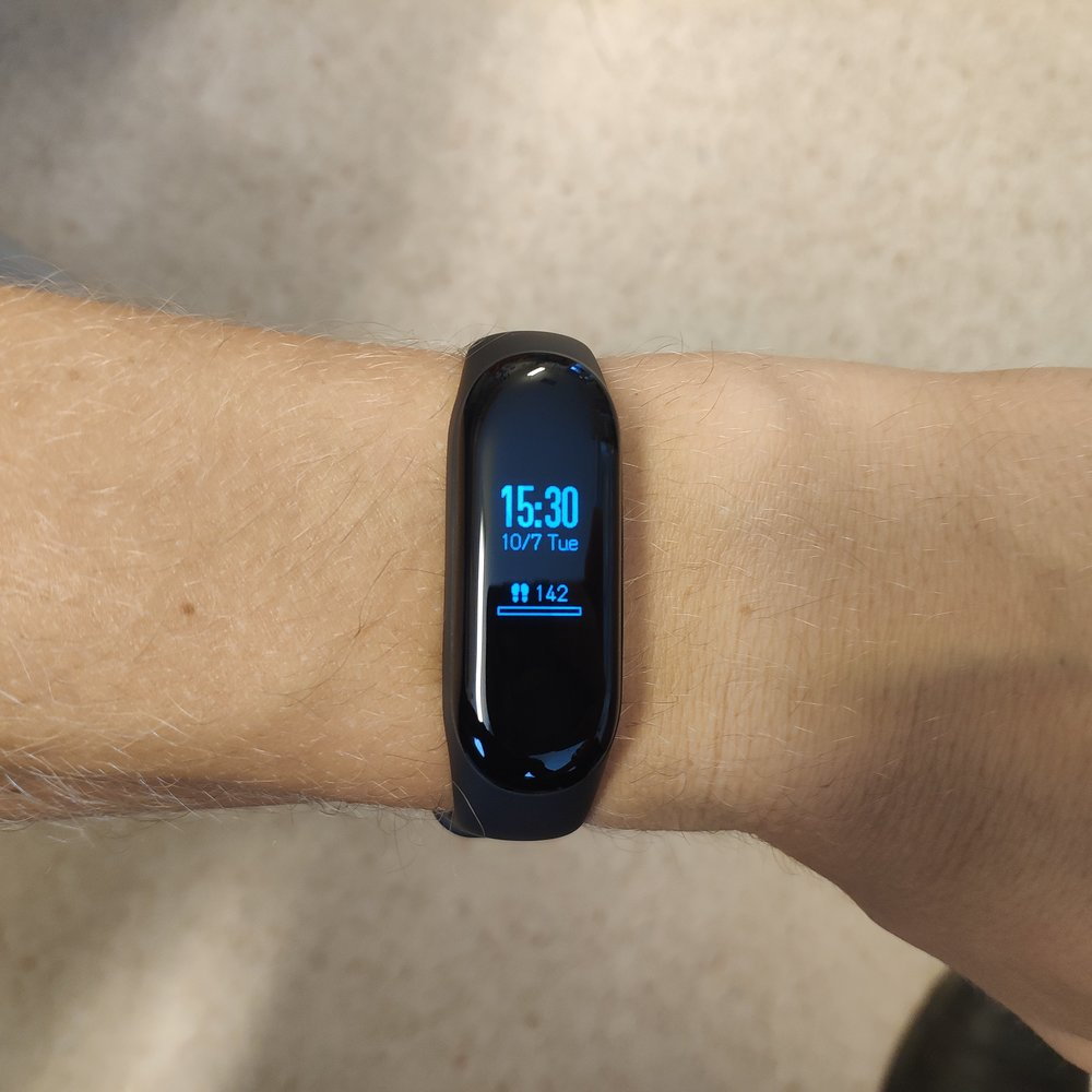 Like many other Activity Trackers, the Mi Band 3 looks larger in pictures