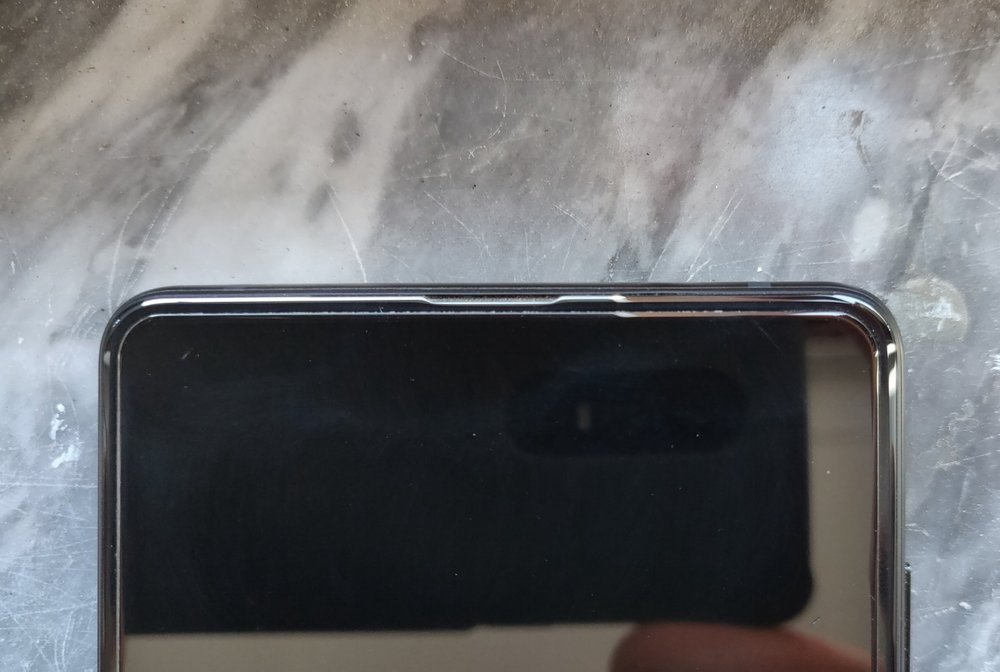 Xiaomi has put the earpiece and second speaker in the top bezel, in an impressively tight spot. It is the little dent visible in the middle.