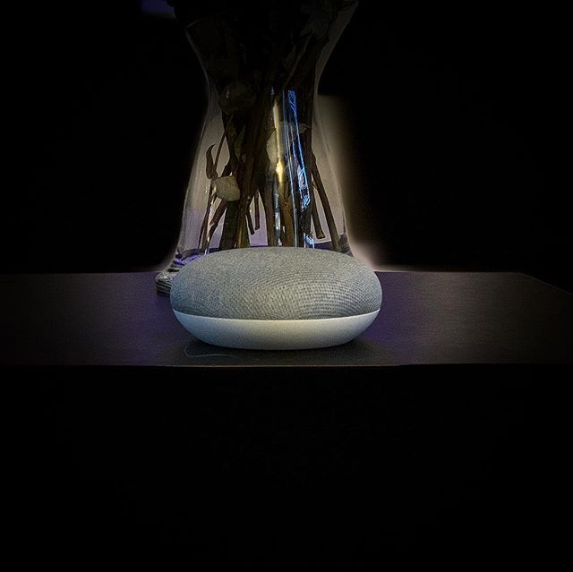 The Google Home and Home mini are finally up on the review table! We have been using these devices for 11 months now, and today is the official launch in Swedish stores. Check out my review in the link in the bio 🔗  I am also working on a smart home series, including guides for installing and setting up #homeassistant. #instatech #googlehome #googlehomemini #smarthome #voiceassistant #googleassistant #googleassistent #themobileswede #review
