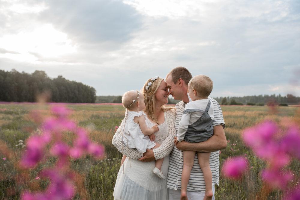 salla s photography lapsikuvaus perhekuvaus parikuvaus hämeenlinna