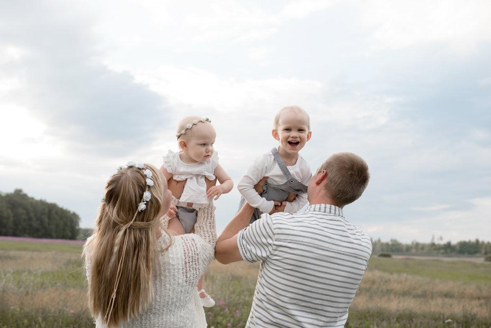 salla s photography perhekuvaus hämeenlinna lapsikuvaus parikuvaus valokuvaus valokuvaaja