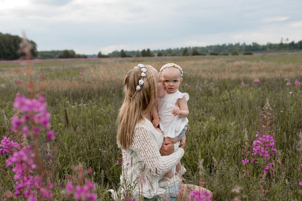 salla s photography äiti lapsi kuvaus valokuvaus valokuvaaja perhekuvaus perhekuvaaja lapsikuvaaja hämeenlinna hattula