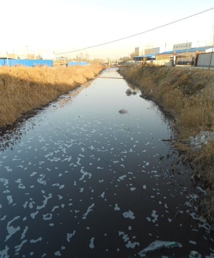 Processing - Fur processing is a big business in Asia where regulations are lax. The process involves chemicals and dyes manufactured by the petro-chemical industry. The ingredients used are volatile components.Left : image of a river near Hebei polluted by industrial waste dumped by the fur processing industry.