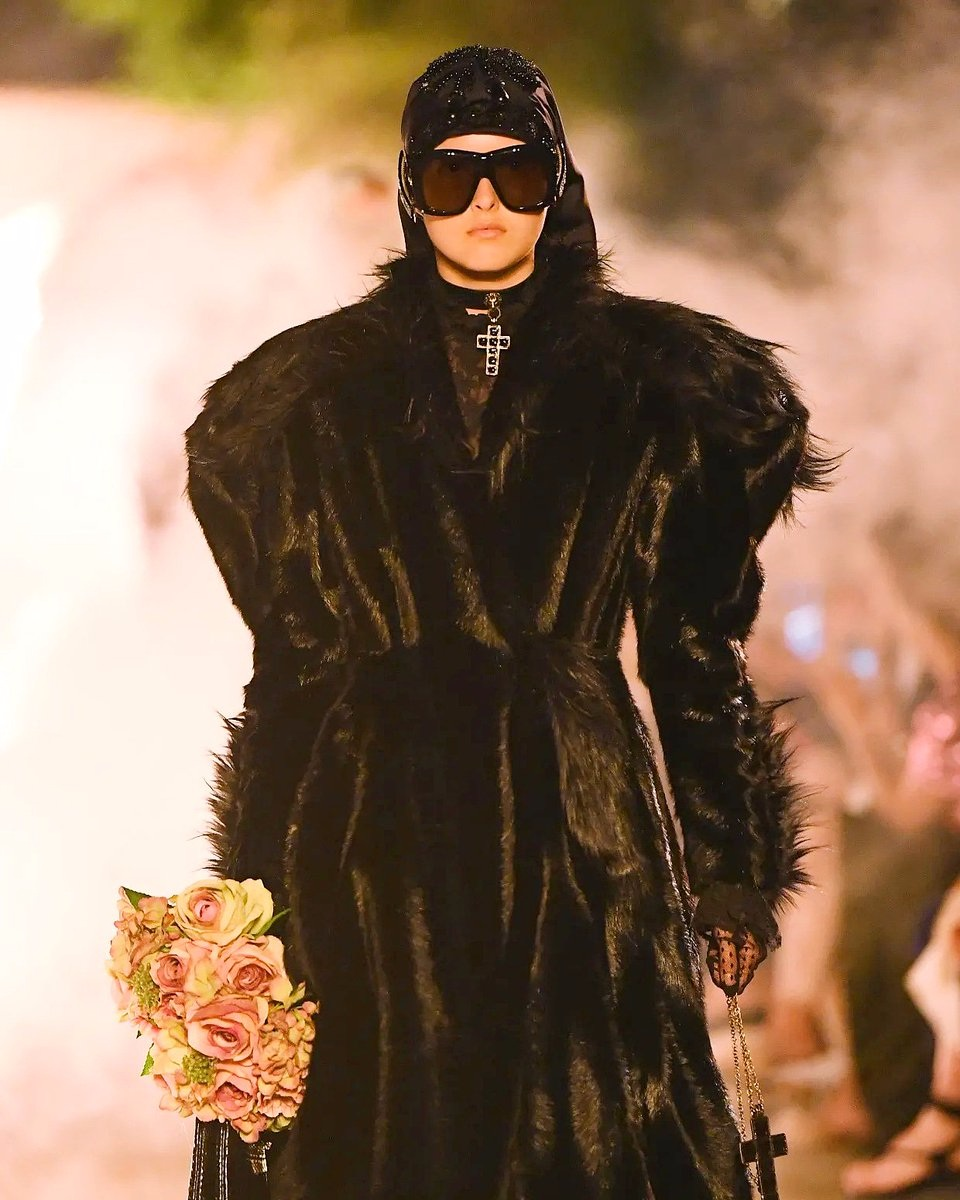 Fast Fashion really ? faux fur is luxury and a favorite choice for luxury maisons.